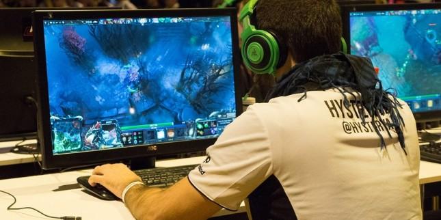 بازی کامپیوتر.jpg